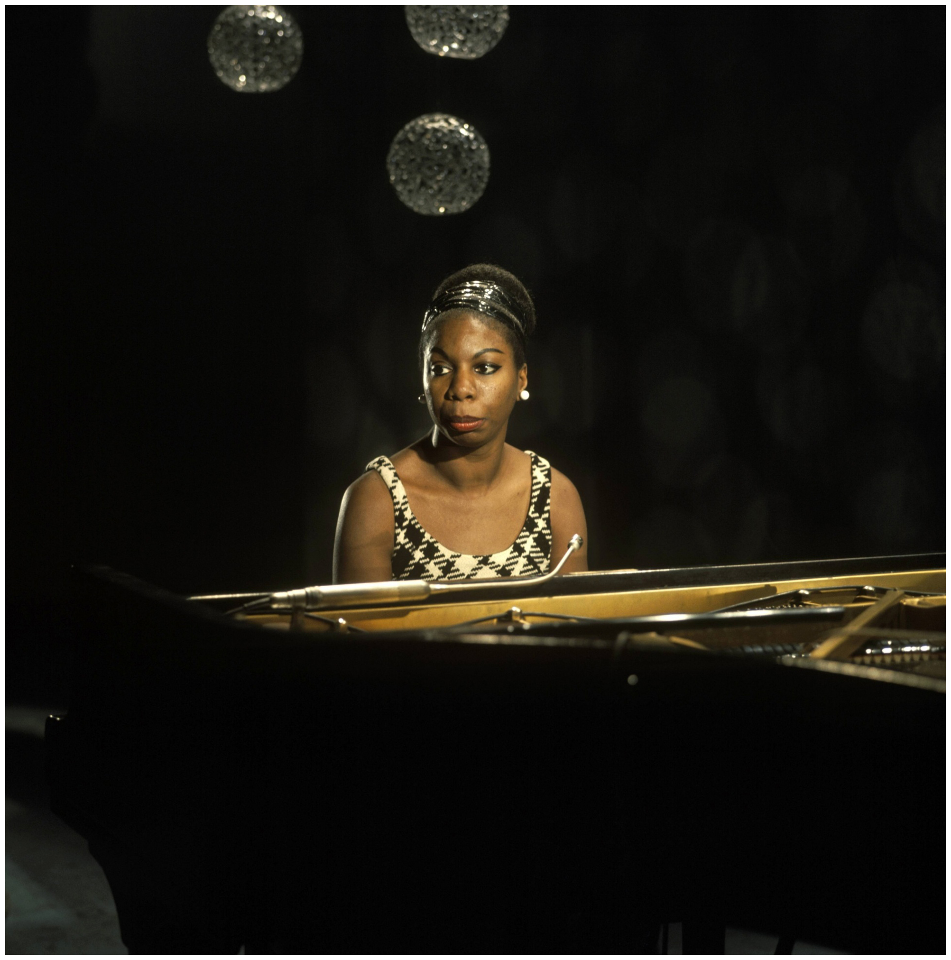 nina-simone-pauses-in-a-performance-at-bbc-tv-centre-in-1968